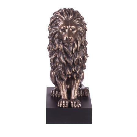 Лъв на постамент