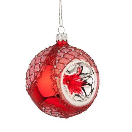Стъклена червена топка със сребърна декорация