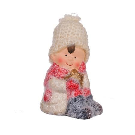Детенце с плетена шапка